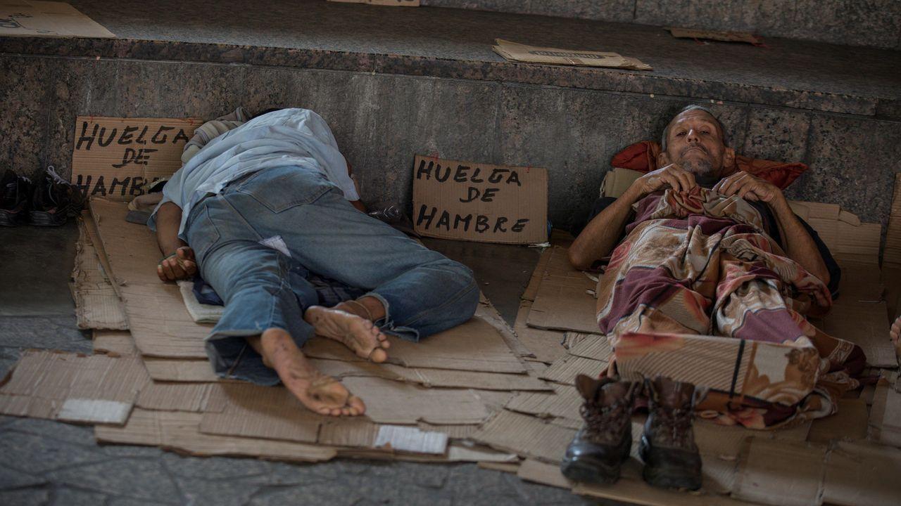 Extrabajadores de Exxon Mobil, muchos de ellos en huelga de hambre, se movilizaron durante la reciente visita de Michelle Bachelet a Caracas
