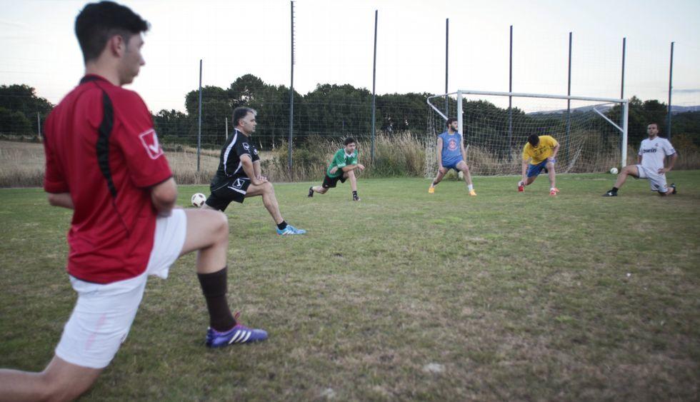 Los jugadores del Laro tuvieron ayer su primera sesión de entrenamiento.