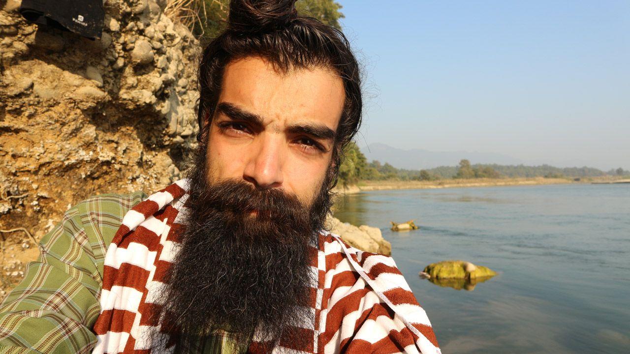 .Hugo Beltrán  a orillas del río Rapti, en Nepal