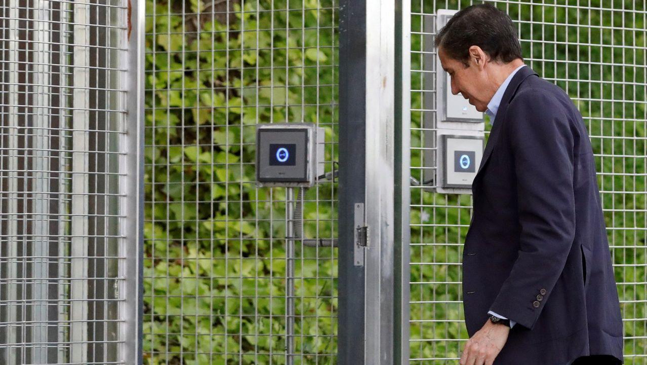 Zaplana: «Jamás participé en una adjudicación ilegal».Eduardo Zaplana habría beneficiado a la familia Cotino cuando erea presidente de la Generalitat Valencia con adjudicaciones de eólicas y de ITV