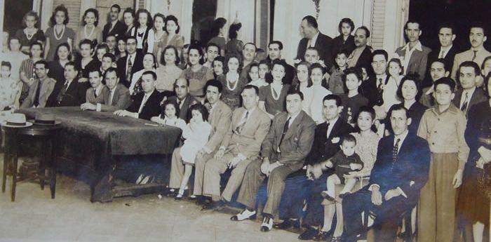Fiesta al son de ritmos caribeños.Miembros de la sociedad Hijos del Valle de Oro en La Habana, que defendió la honra de O Valadouro.