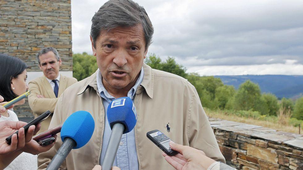 Rajoy promete «tranquilidad» y «firmeza» ante la «estafa» del referendo.Gaspar Llamazares