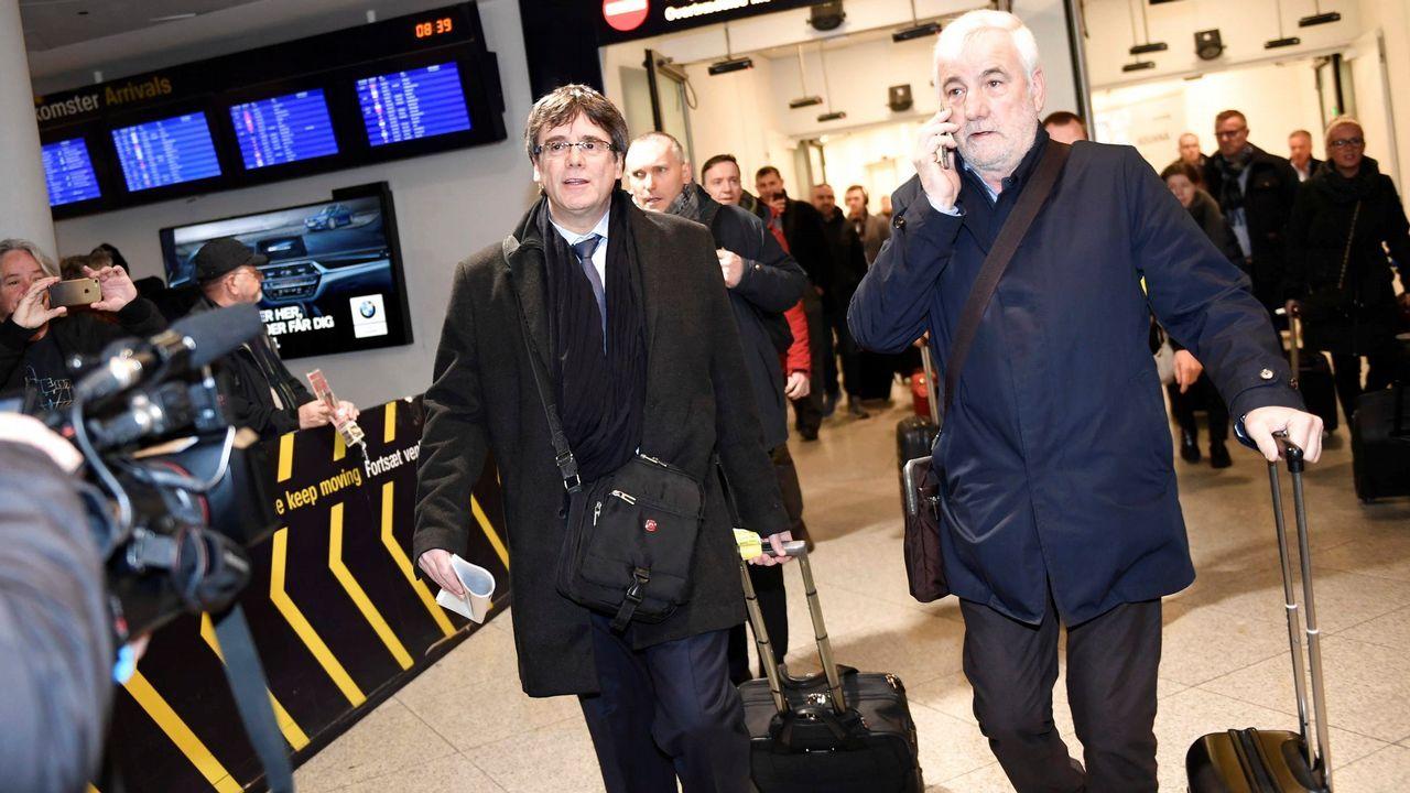 Llegada de Puigdemont al aeropuerto danés junto al empresario Josep María Matamala