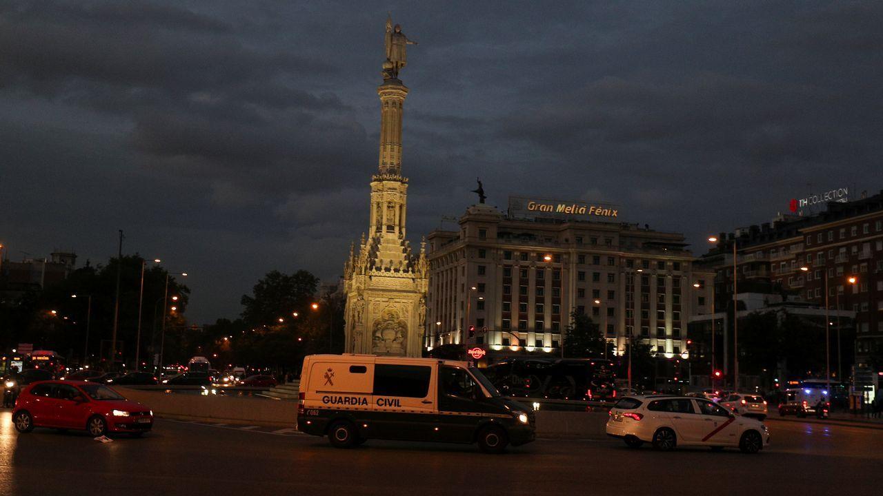 El furgón de la Guardia Civil que transportó a los miembros del Govern, por las calles de Madrid.
