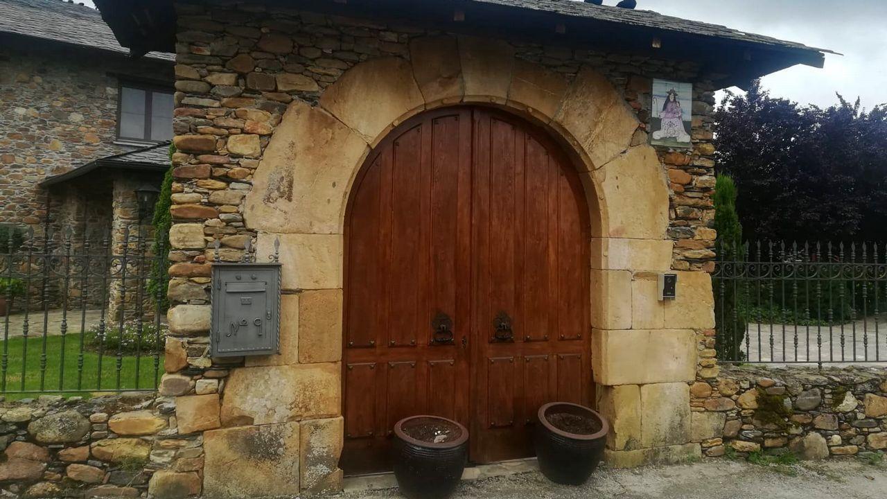 Una visita en imágenes a una aldea arruinada y olvidada