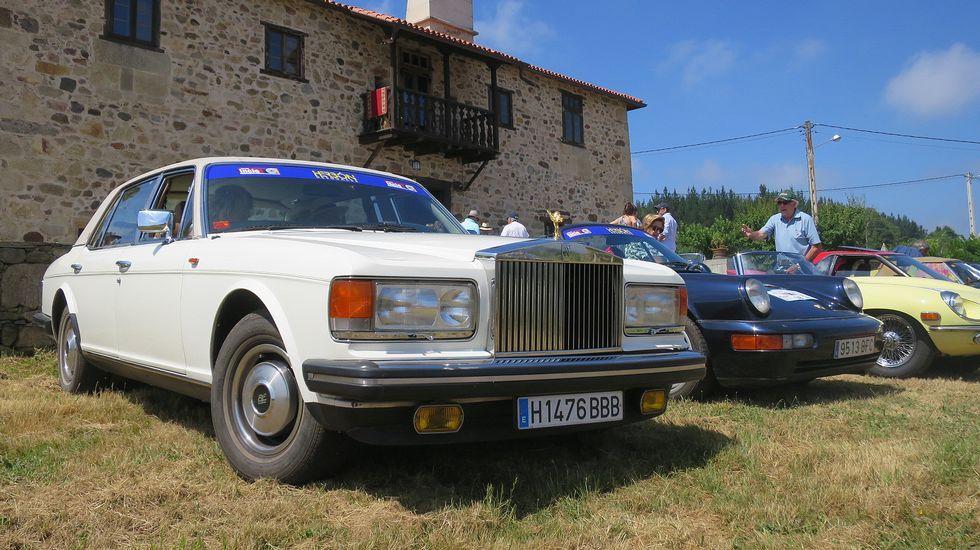 Os vehículos que participan no rali, en imaxes
