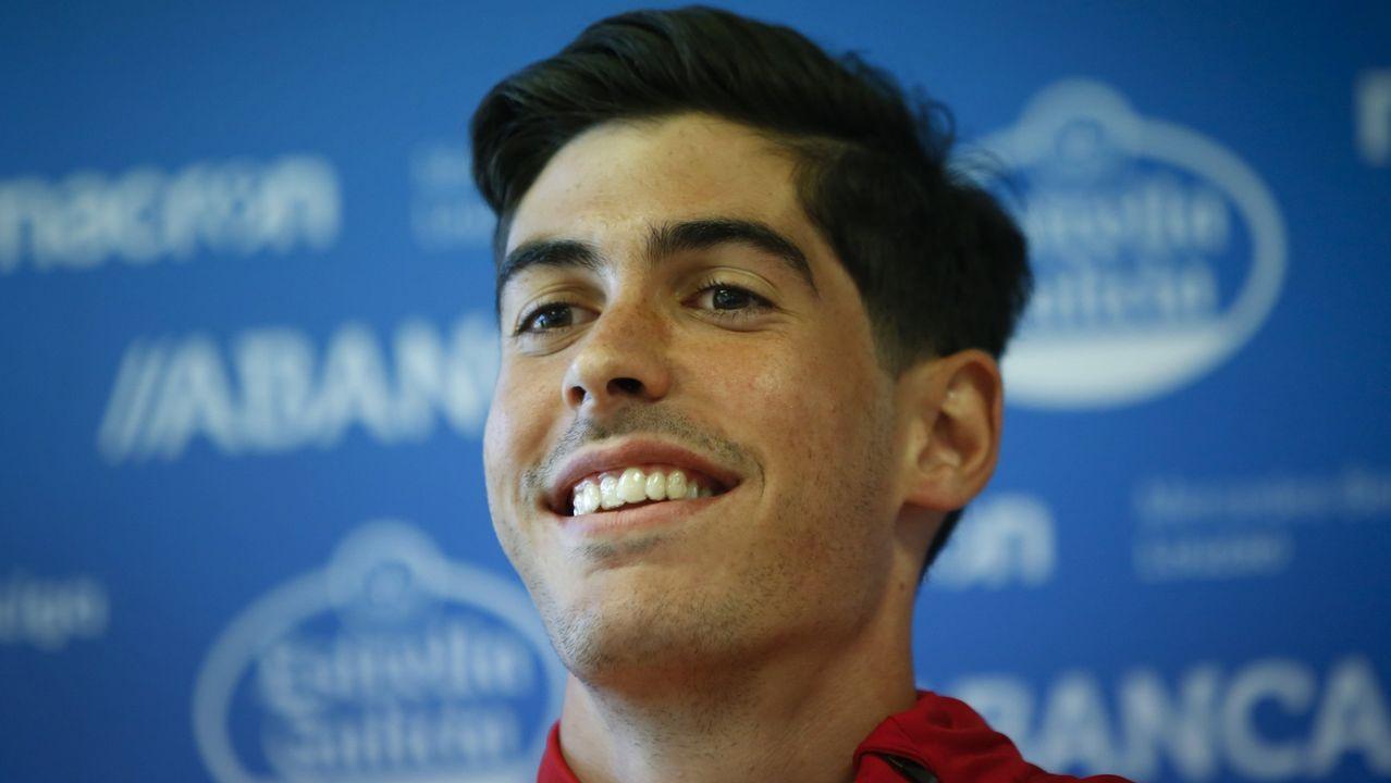 Natxo: «Mientras no te lleven muchos puntos da igual ser primero que cuarto».Solo el goleador del Elche Sory Kaba chuta más que Carlos Fernández