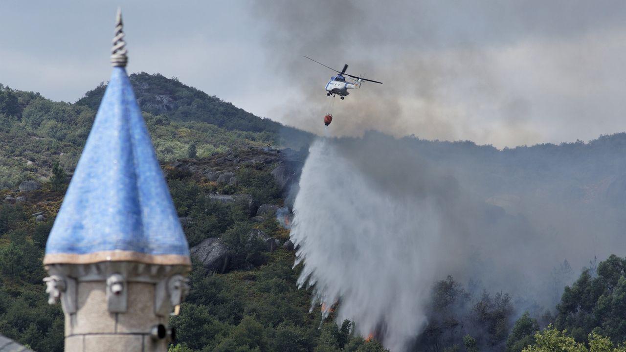 Un incendio forestal arrasa el pulmón de Os Ancares