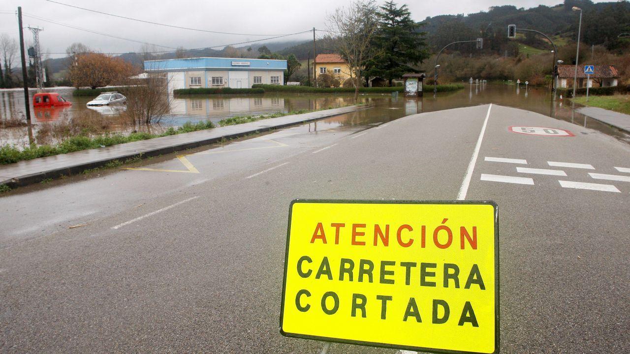 BC_LUGO A 90.La carretera AS 16 permenece cortada por segundo día consecuntivo por el desbordamiento del río Nalón como consecuencia de las intensas lluvias