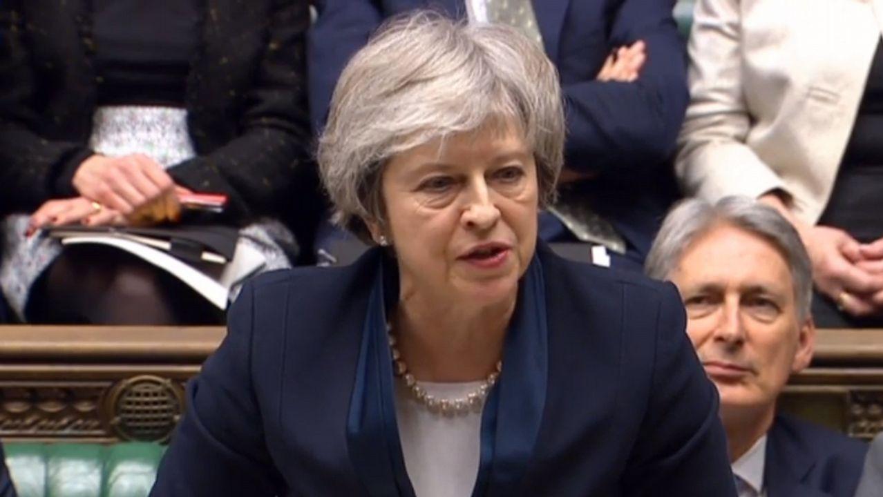 Theresa May se enfrentará el miércoles a una moción de censura tras la derrota de su plan para el Brexit