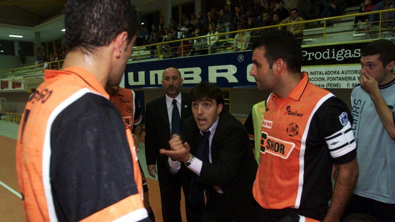 Un joven Bruno García al frente de O Parrulo en el 2001
