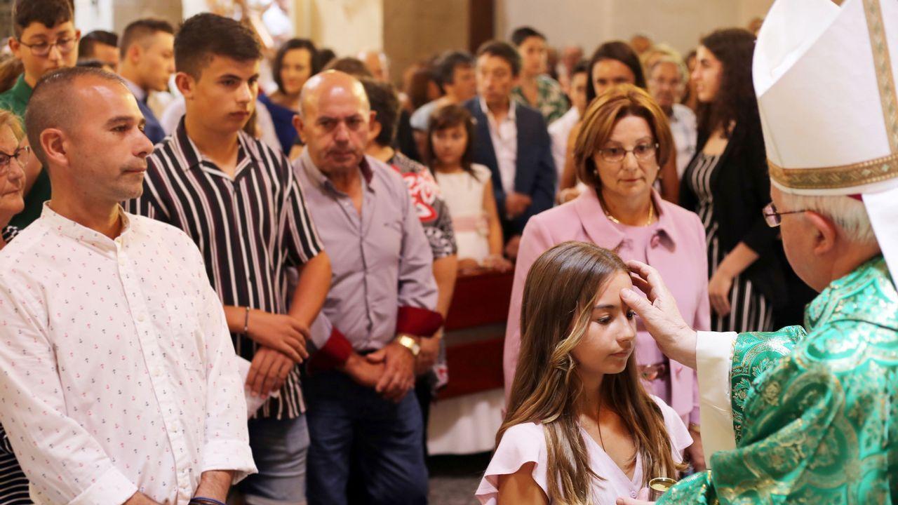 Emotivo funeral por el que fue sacerdote de Cee