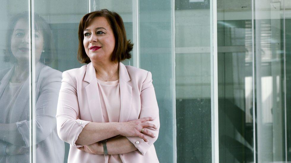 La alcaldesa de Gijón, Ana González -al fondo- en la primera reunión con el nuevo grupo municipal del PSOE gijonés