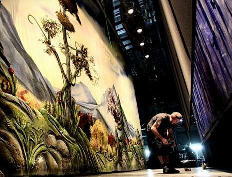 Alberto Chicote: «No quiero volver a escuchar gilipolleces».El complejo montaje del escenario se realizó durante cuatro días en turnos de 24 horas.