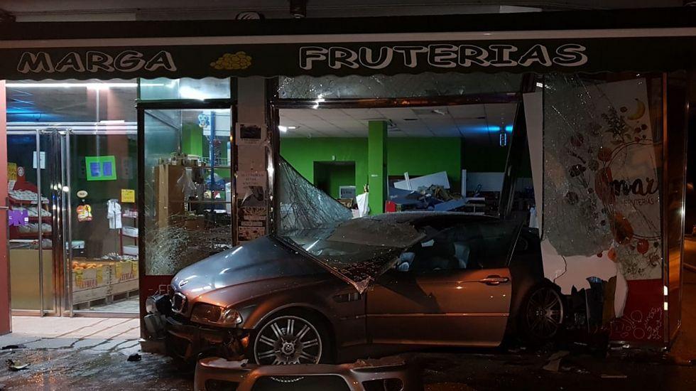 Malestar en Castro de Rei por el asentamiento de una familia italiana en el párking de autocaravanas.El ministro de Ciencia visitó A Coruña para inaugurar una exposición en el Muncyt