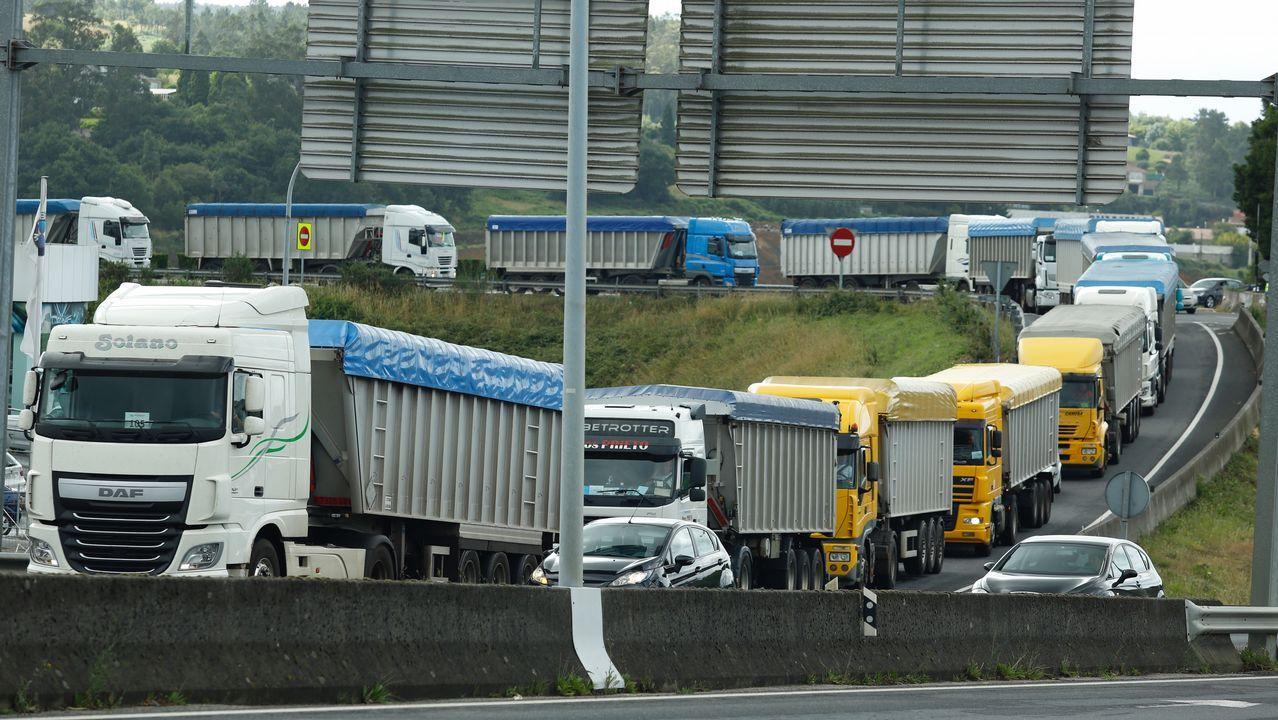 Camiones de As Pontes colapsan Santiago por el conflicto escolar