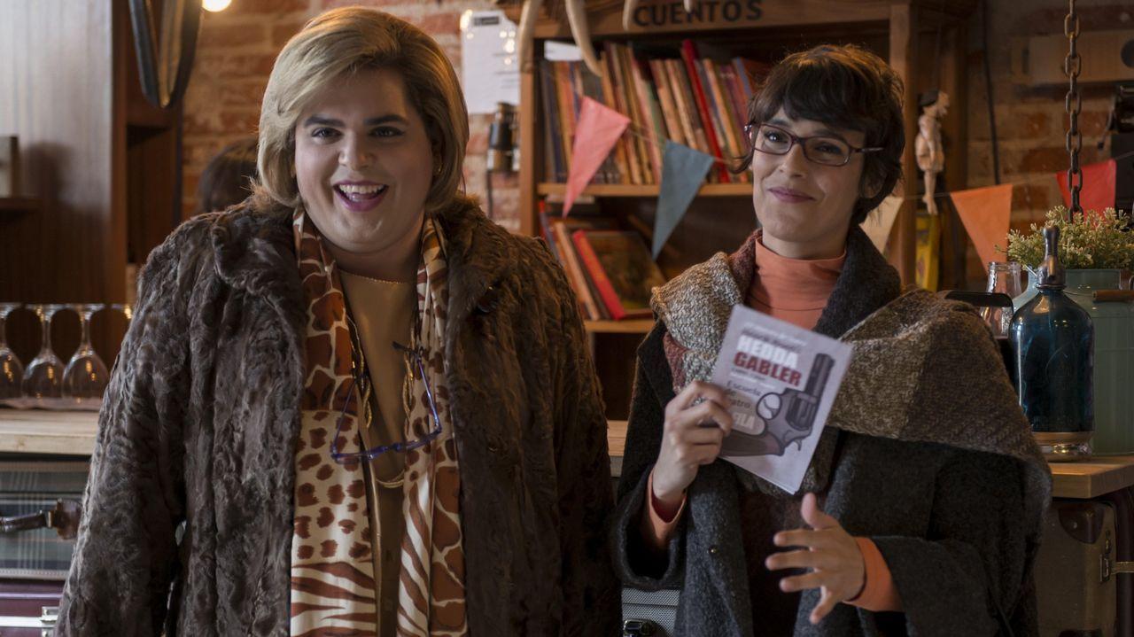 El desastroso estado de la cocina de Ana Obregón.Imagen de archivo de Álex Lequio junto a sus padres, antes de conocerse su enfermedad