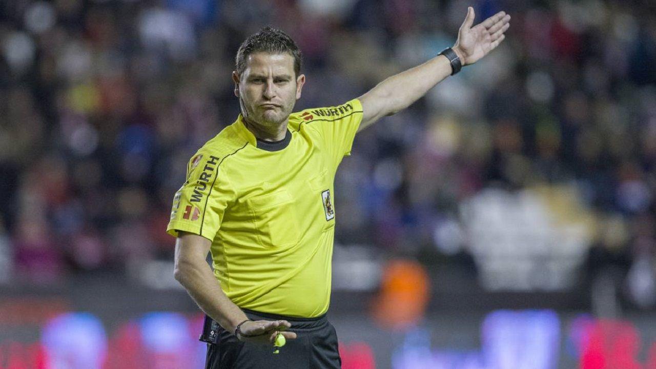Figueroa Vazquez arbitro.Aficion oviedista, en su desplazamiento al Anxo Carro
