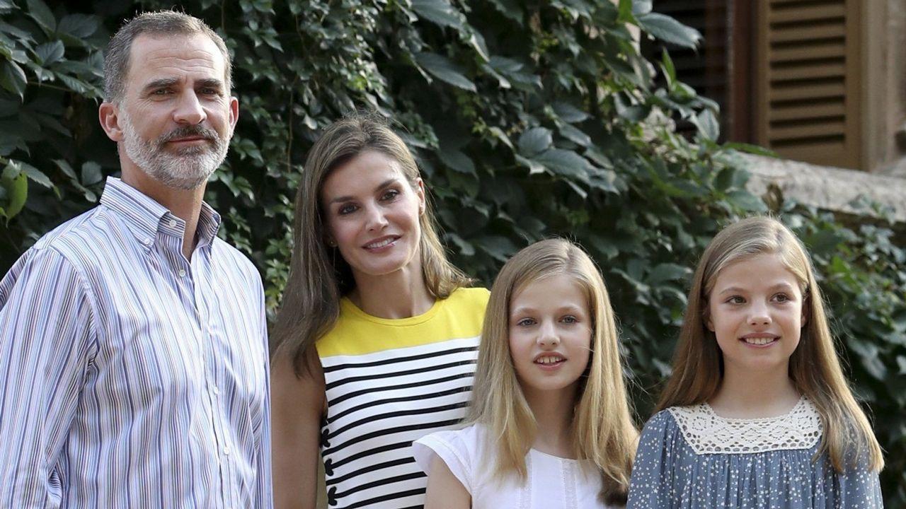 Los reyes felicitan la Navidad con una foto familiar