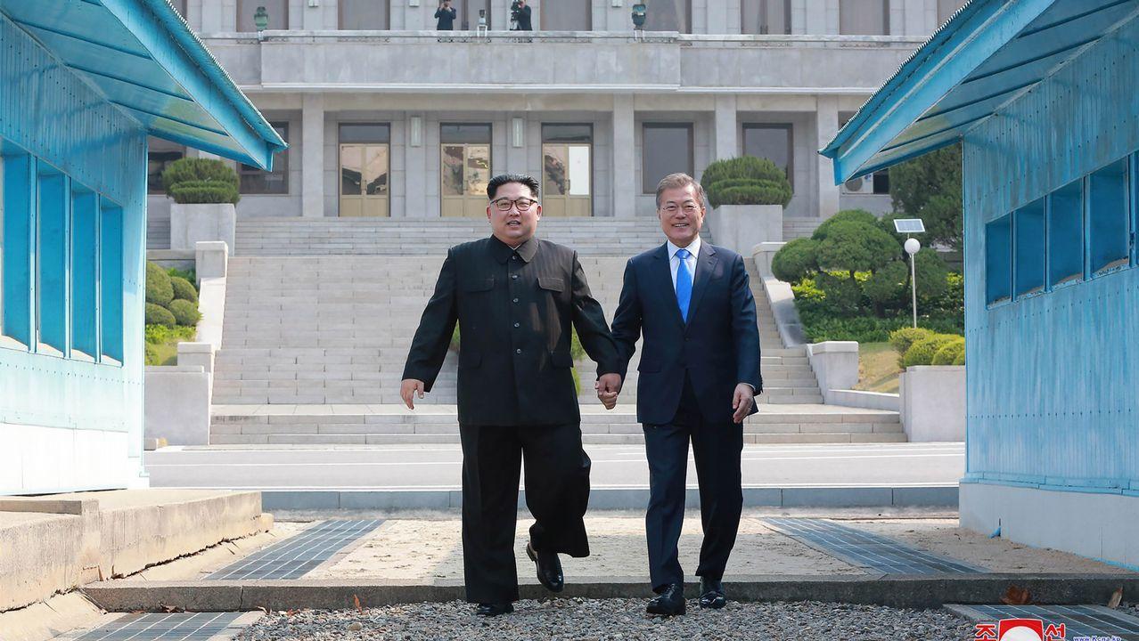 .Imagen del histórico encuentro entre el dirigente norcoreano y el presidente surcoreano