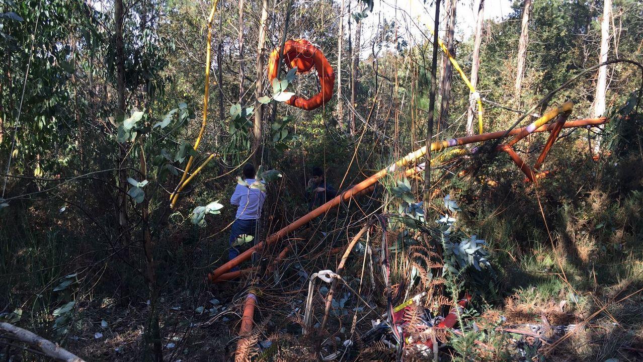 Un helicóptero suelta el georradar con el que buscaba cobre en Boqueixón.
