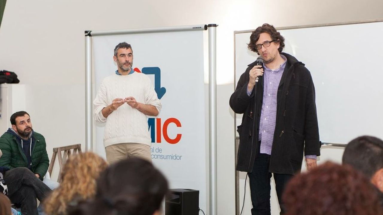 Toni Lodeiro (izquierda), con el concejal Alberto Lema.