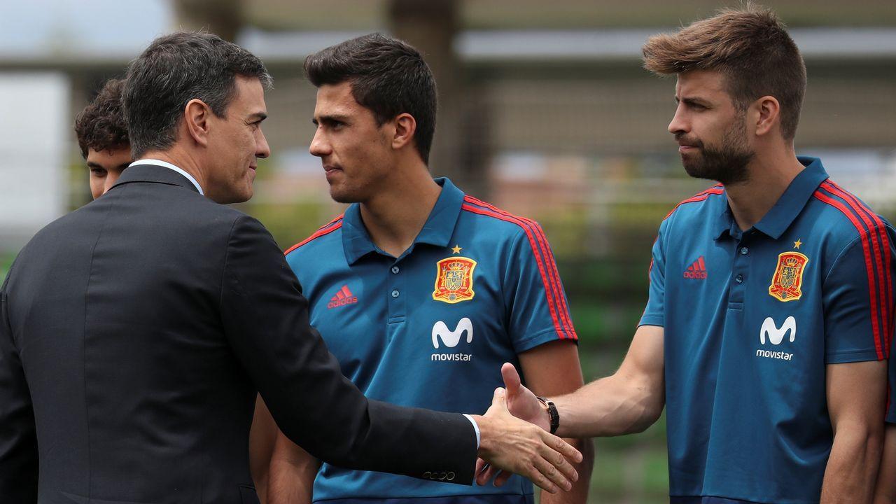 El presidente del Gobierno acudió ayer a la  concentración de la selección española para despedirla antes del mundial
