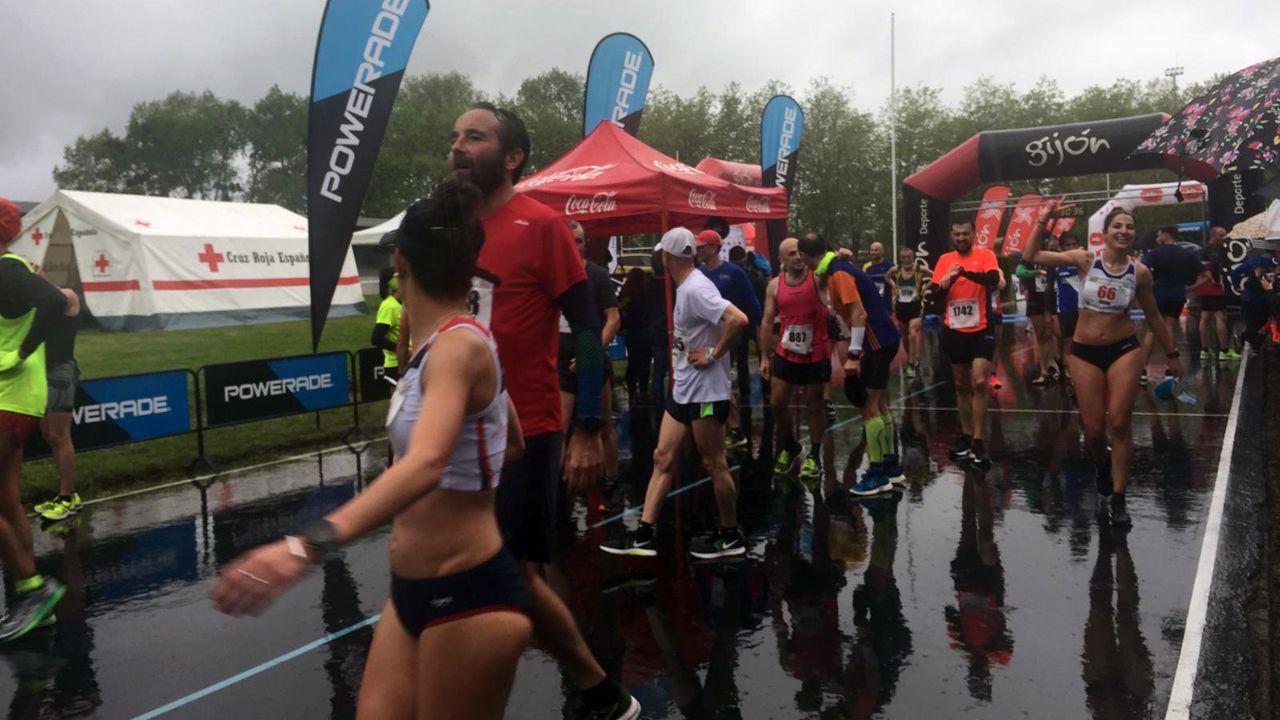 Los corredores llegan a meta
