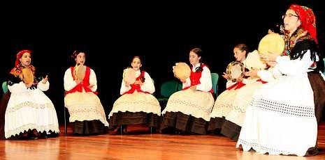 Las cantareiras de San Campio de Cances lucieron también trajes tradicionales.