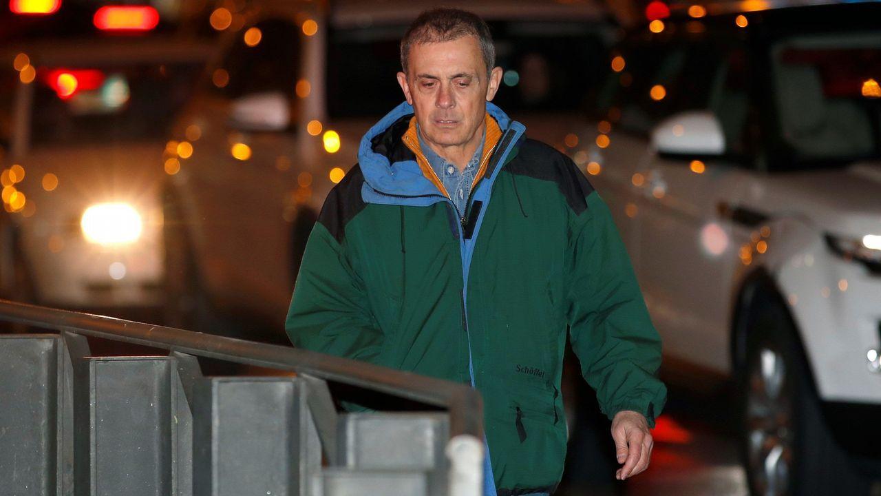 Jordi Pujol Ferrusola sale de prisión tras pagar medio millón de euros de fianza.El Bigotes, a la izquierda, junto a Crespo en una sesión del juicio