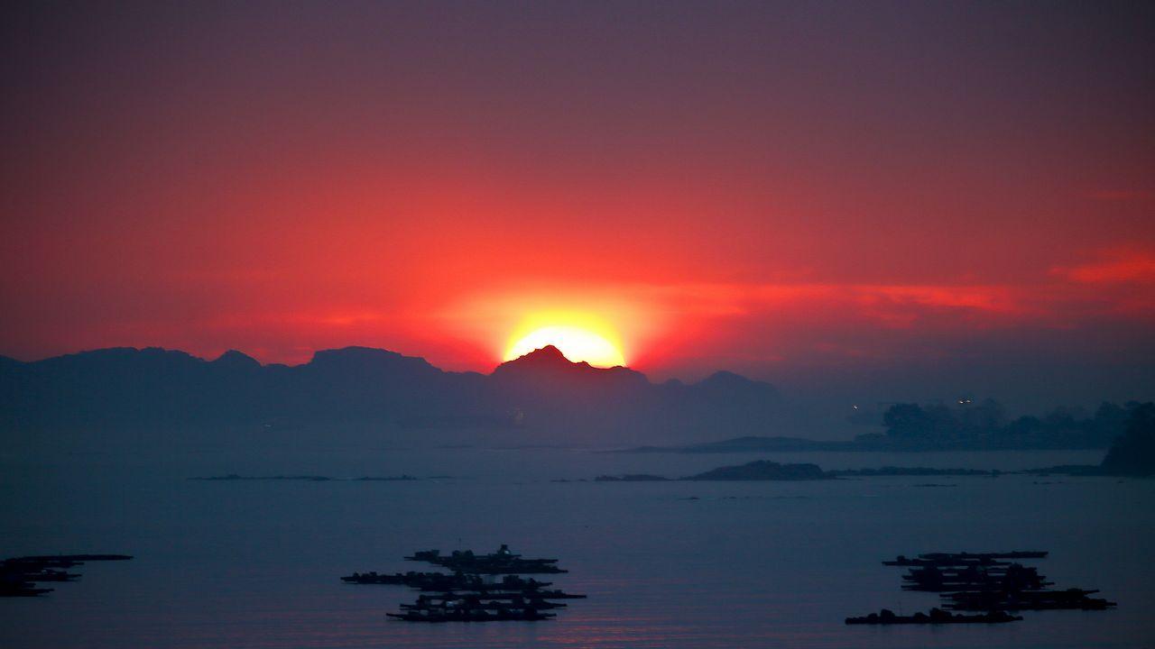 La borrasca Gareth llega a Galicia.Puesta de sol el pasado 19 de noviembre en Vigo