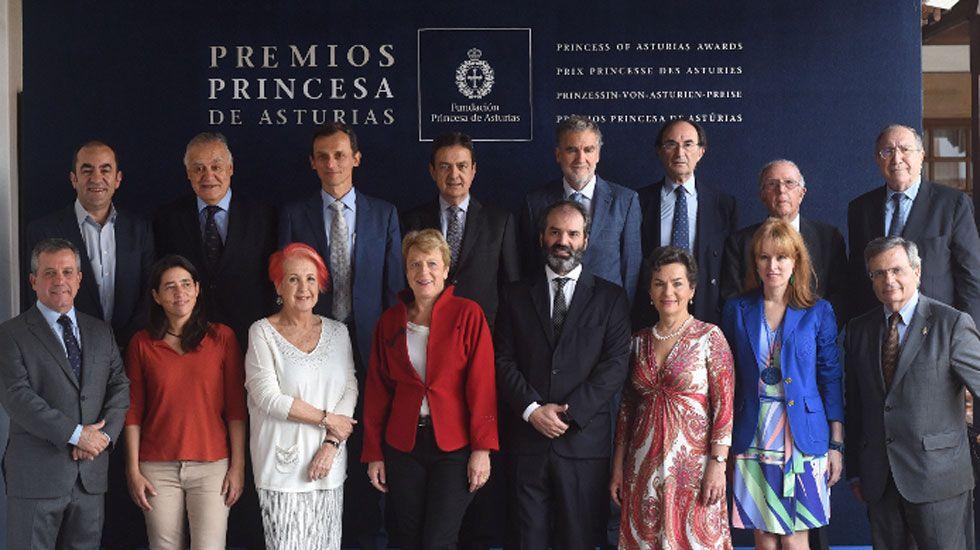 Los pequeños científicos muestran sus proyectos a Pedro Duque.Ministerio de Ciencia, Innovación y Universidades: Pedro Duque