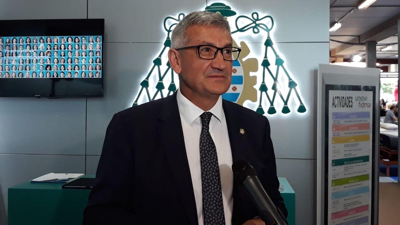 El rector de la Universidad de Oviedo, Santiago García Granda.Santiago García, rector de la Universidad de Oviedo, en su visita a la 62 Feria Internacional de Muestras de Asturias