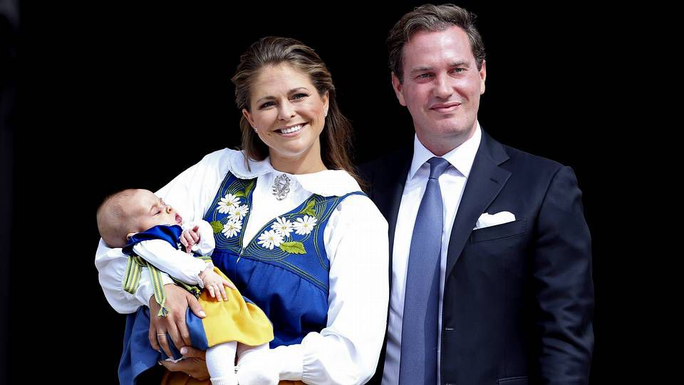 Bautizo de Leonor de Suecia.La infanta Leonor con su hermana Sofía y sus padres el día del décimo aniversario de boda del príncipe Felipe y Letizia Ortiz