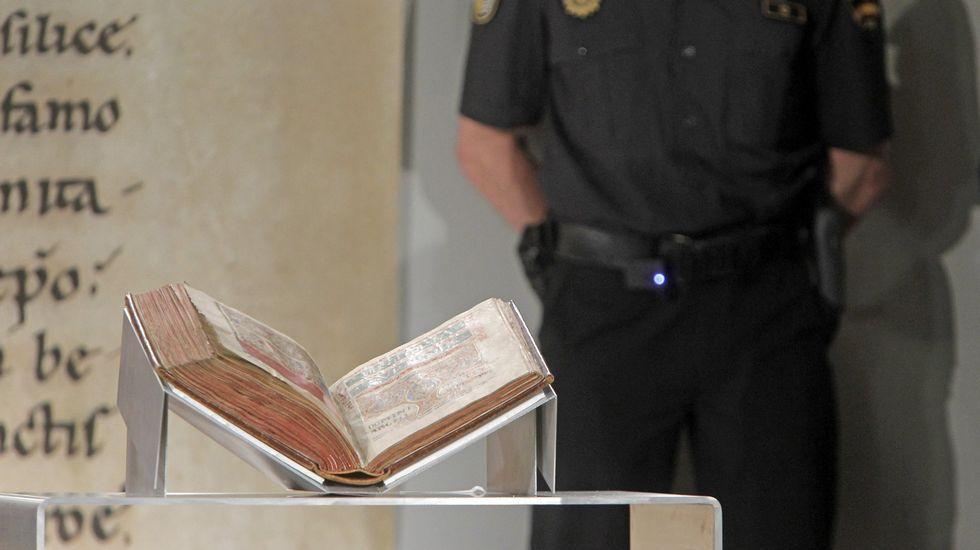 .El Códice Calixtino en julio del 2012, el día en que fue devuelto a la catedral tras su robo.
