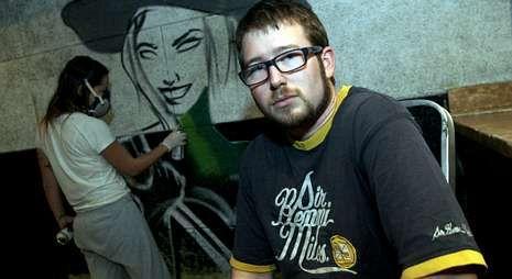 Rubén «Zeiko», durante un trabajo realizado el pasado fin de semana en un local de Narón.