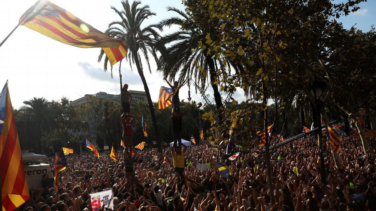 .Miles de secesionistas se concentraron a lo largo del día ante el tribunal superior catalán