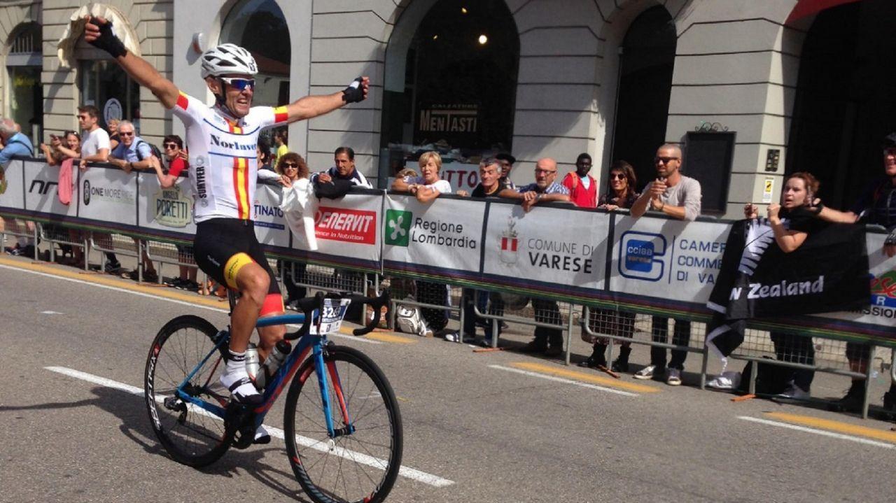 Así pasada La Vuelta por San Cibrao.La llegada a meta de Alessandro de Machi, ganador de la etapa de La Vuelta, en Luíntra (Nogueira de Ramuín)