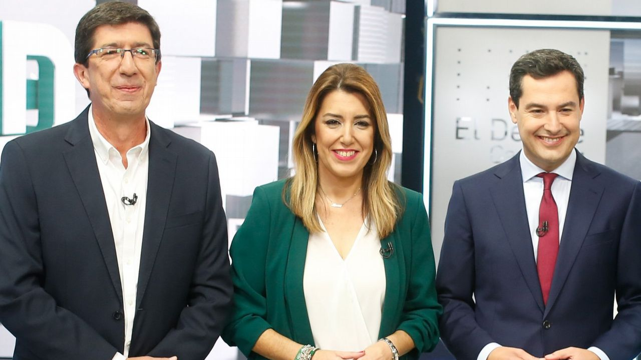 Aparcamiento.Los jugadores del Oviedo en El Requexón