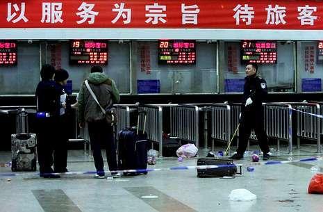 La policía investiga un ataque llevado a cabo en marzo por uigures en la estación de tren de Kunming.