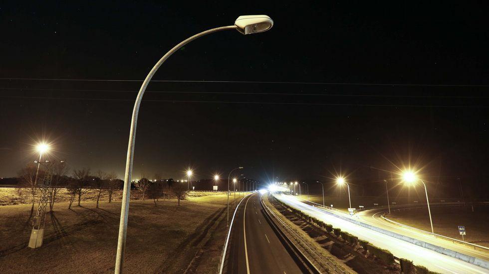 La falta de luz en los accesos a la A-6