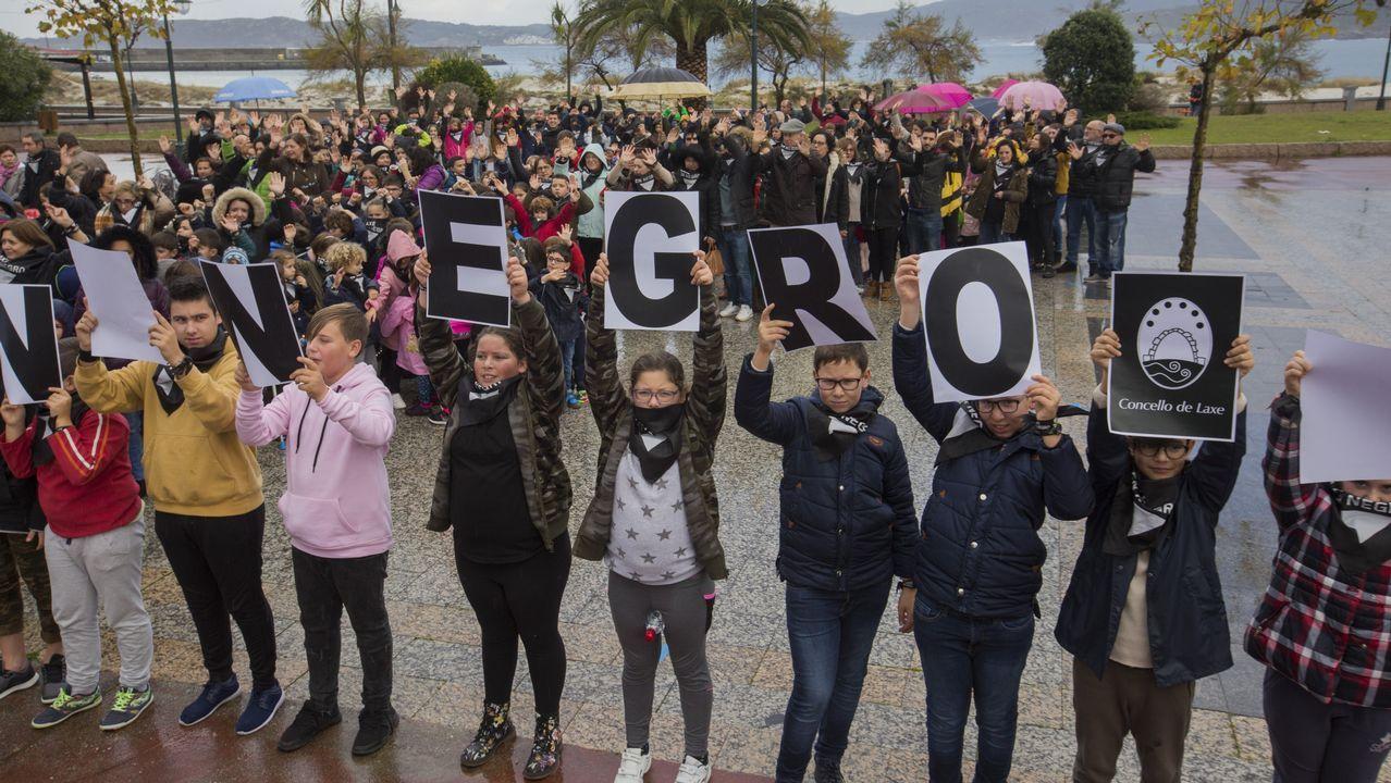 Las imágenes de la concentración contra la violencia de género de Laxe.El río Anllóns se desbordó a su paso por Carballo