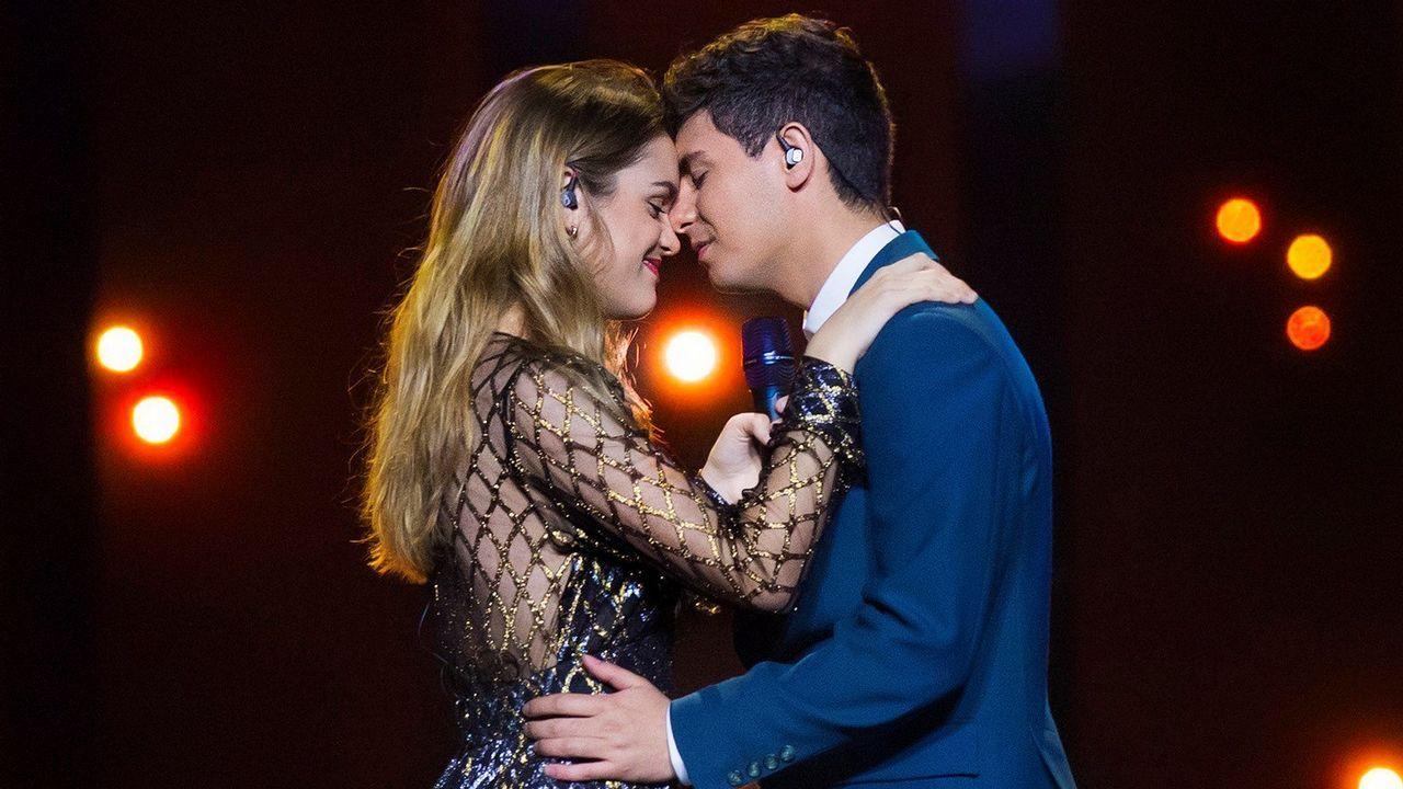 Así canta Eleni Foureira «Fuego», una de las favoritas de Eurovisión.Melovin, de Ucrania, interpretando «Under the ladder»