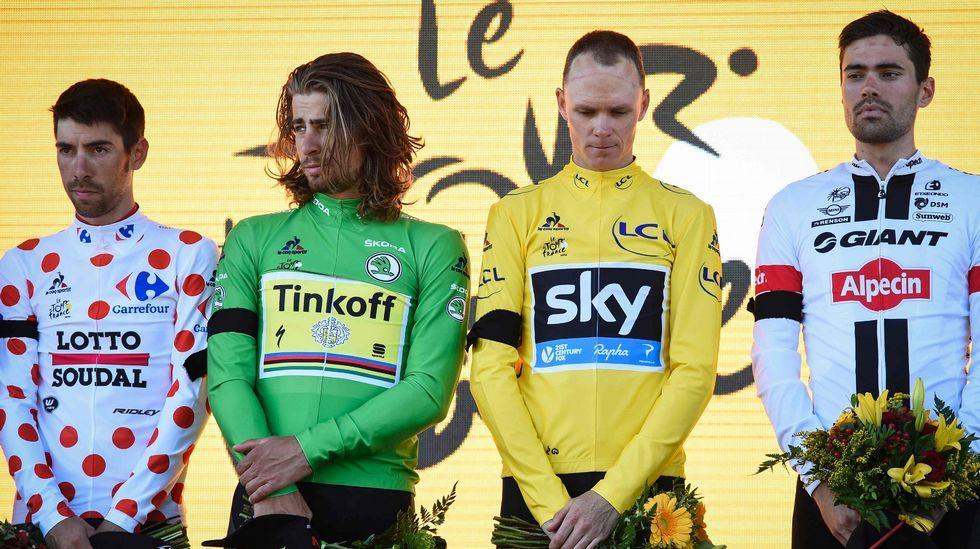Luto en el podio del Tour.