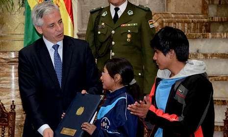 .El vicepresidente boliviano, Álvaro García Linera, promulga el Código Niño, Niña y Adolescente.