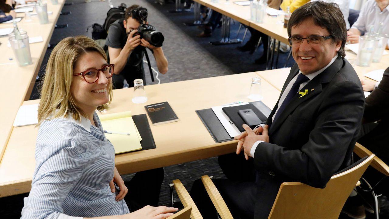Toni Comín: «Basta ya de abusar del Código Penal para perseguir a responsables políticos».La ministra de Sanidad, Dolores Montserrat, acusó a Puigdemont de alargar «la agonía que el mismo ha creado entre catalanes»