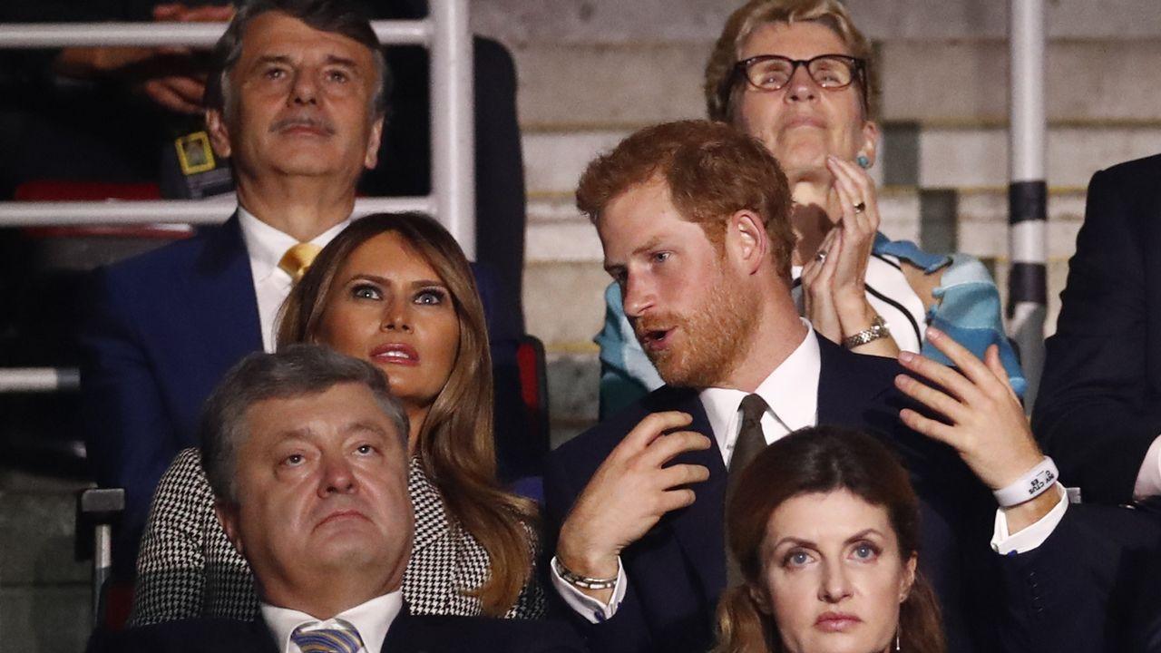 Olesya Kavenska recita un poema.El príncipe Harry, junto a Melania Trump en Toronto