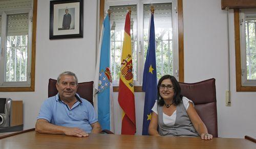 En esta foto de 2011, Ana María Villarino aún era concejala con su padre, Alfonso Villarino