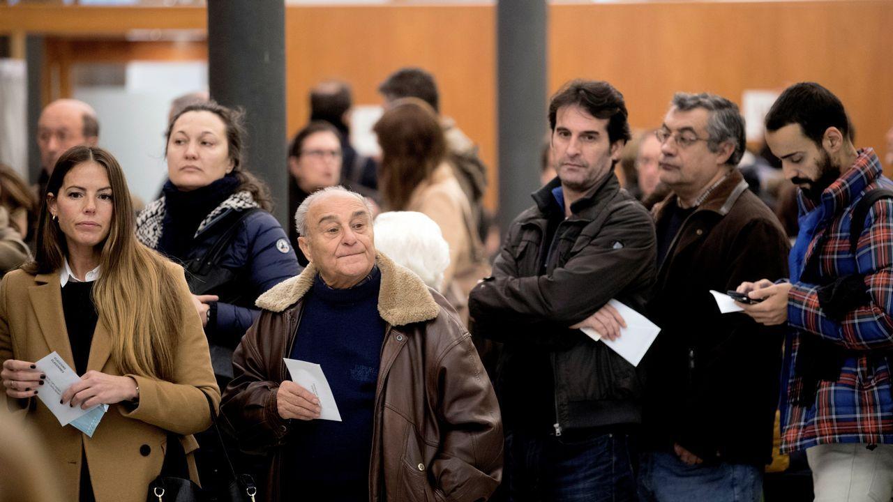 .Cola para votar en las mesas de la Escola Industrial de Barcelona