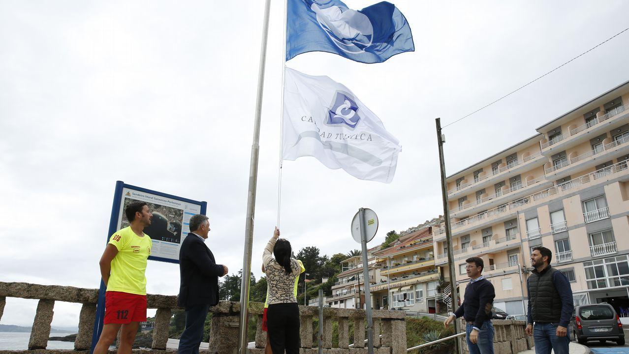 Izado de las banderas azules en Sanxenxo